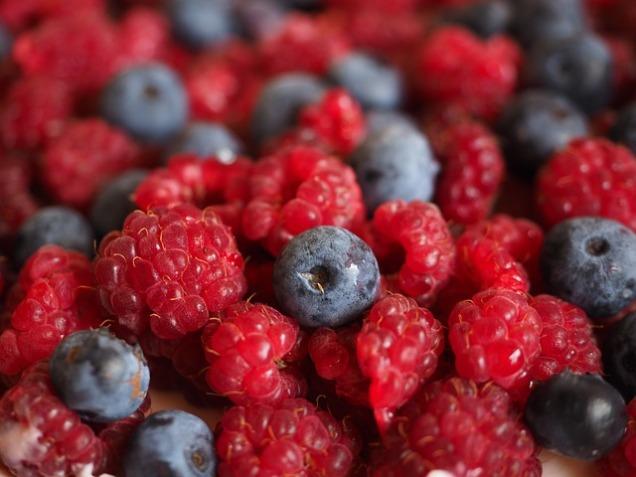 raspberries-693653_640